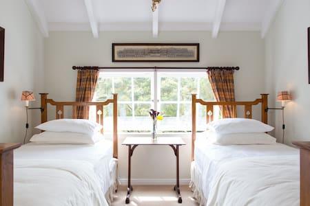 "PUHOI HOUSE ""Tartan Twin Room"" - Bed & Breakfast"