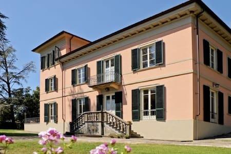 Villa Liberty, con piscina - Lucca