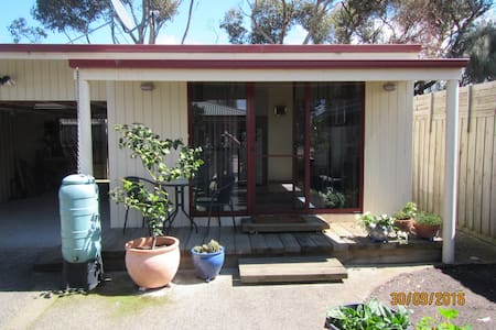 Barwon Waters; Quiet self-contained bungalow - Bungalow