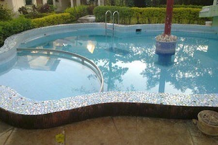 Swimming pool 2bhk bungalow at Lonavala market - Lonavala - Bungalow