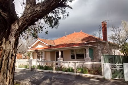 Lovely 1930's central castlemaine - Haus