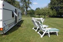 Urlaub im großen Campingwagen am Waldsee