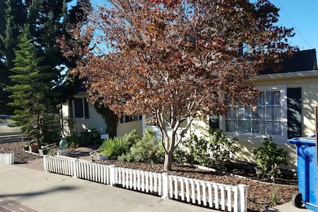 Cheerful and comfortable with deck and garden. - El Cerrito