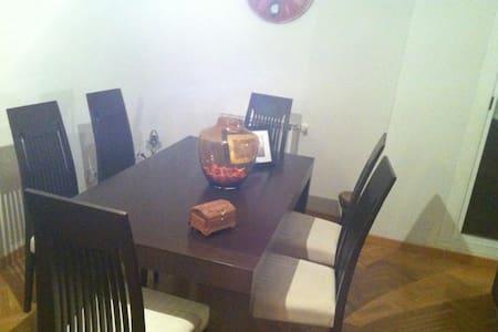 Habitación privada - Piso de lujo a 15m de Madrid - Wohnung