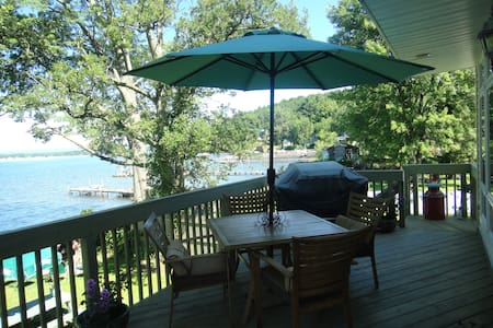 Charming Saratoga Lake Front Home..nice fall stay! - Ház