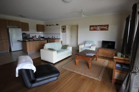 NEW: Sunshine Coast 2 bedroom retreat - Dom