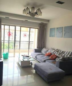 新塘凤凰城凤馨苑南向三房一厅一卫,支持长租,交通生活便利 - Guangzhou - Casa