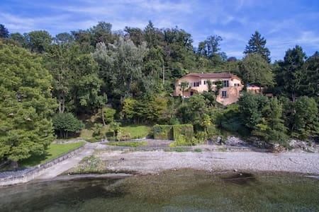 Unique waterfront villa with beach on the lake - Leggiuno - Villa