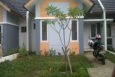 Hoĺiday home stay indonesia - South Tangerang - Haus