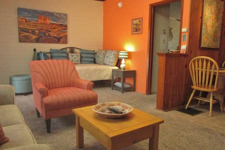 Inviting 1 BD Suite A - Wohnung