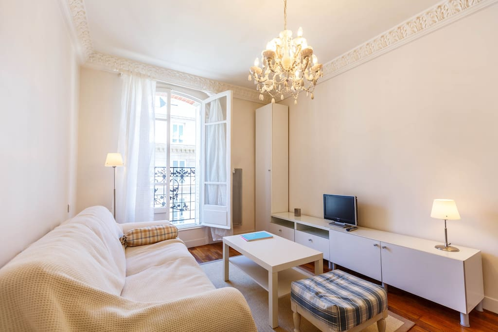 A NICE SITTING ROOM FOR THE FLAT NICE RENOVATED FLAT CHAMPS ELYSEES ETOILE