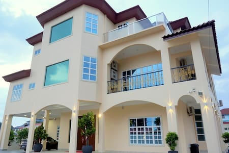 Muar Villa for 24 Guests - Villa