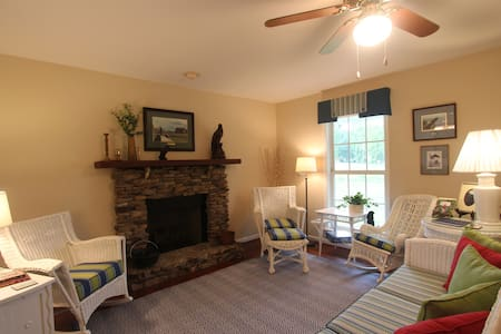 Cottage at historic Armsdale Farm! - Columbia
