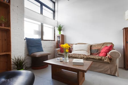 Stay in my amazing loft. Tons of natural lights, huge ceilings, beautiful common area. This loft is located in the best part of Greenpoint, the coolest neighborhood in Brooklyn. Get around all of NYC with ease. Walking distance to subway.