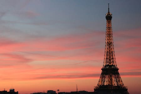 2 rooms+balcony view of Eiffel Tower from your bed - Paris - Lejlighed