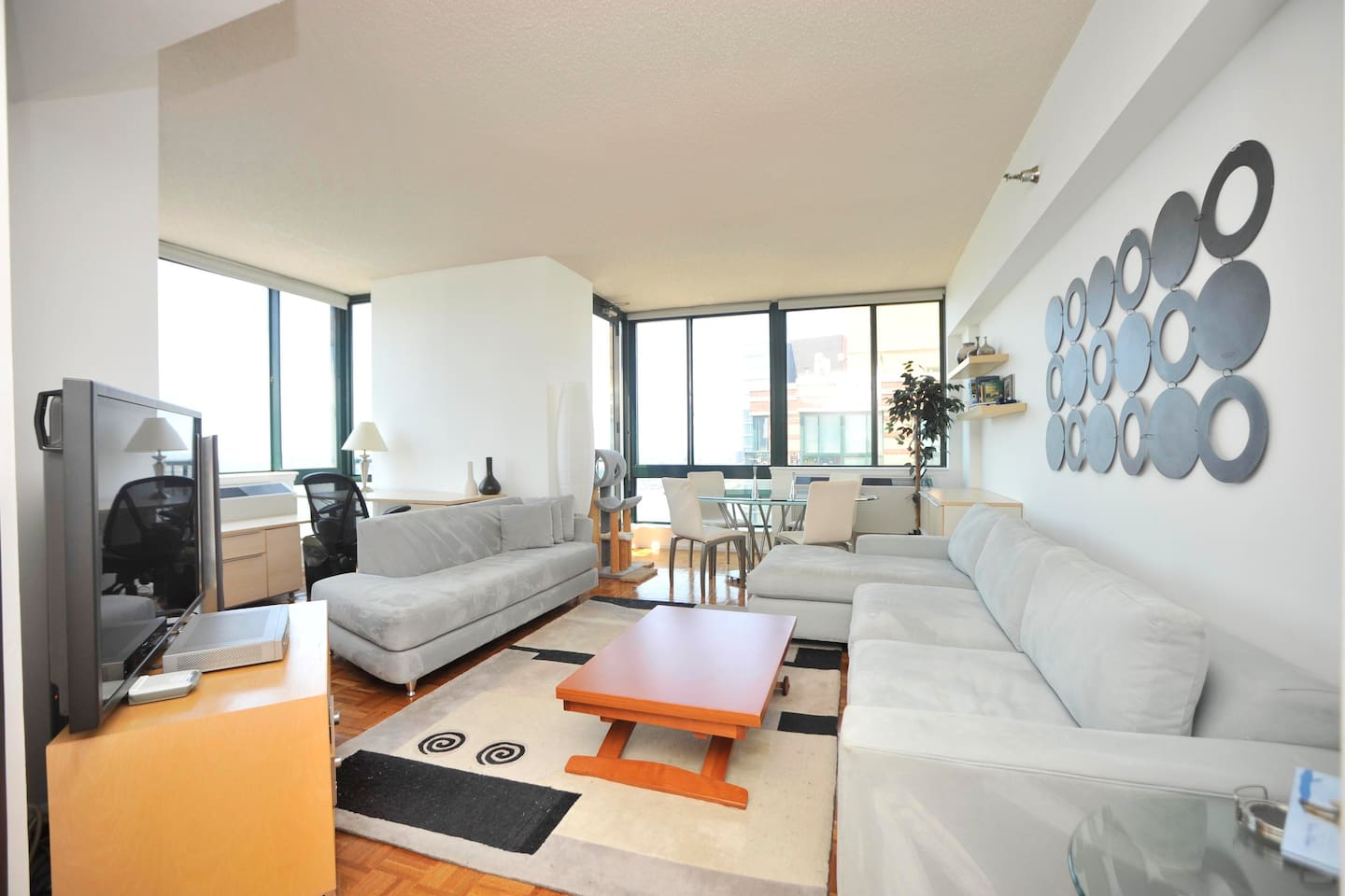 Awesome 2BR Penthouse w/River Views