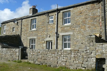 East Calvert House - Rumah