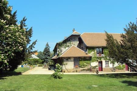 LA SUITE FAMILIALE - Méry-sur-Marne - Bed & Breakfast