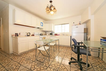 Great Location, Private Rm $10 off! - Los Angeles - Dorm