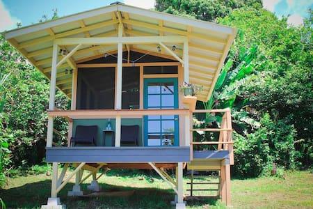 Tropical Cabin w/ OceanView & Farm Fresh Breakfast - Kabin