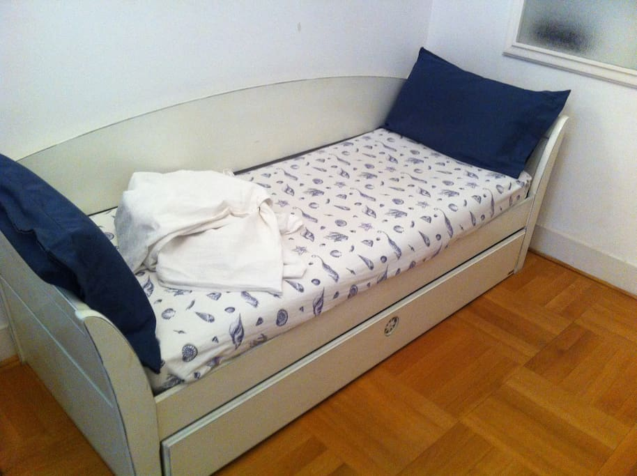 Single bed (all bedding included)