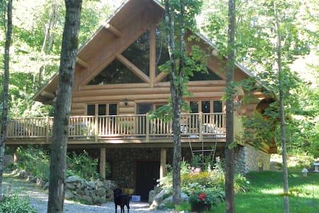 magnifique maison de bois rond  - Chalupa