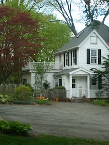 Home surrounded by wooded trails - Sleepy Hollow - House