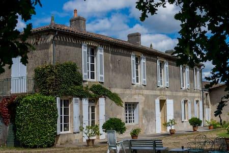 Grande Maison Calme proche Bordeaux - House