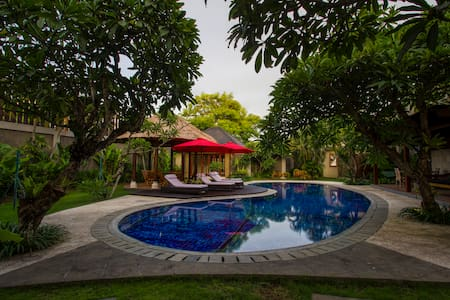 Luxurious 5BR/7bed CNTRL seminyak