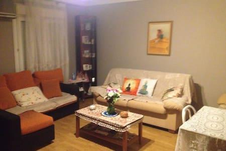 Bonita habitación individual en Illescas - Illescas - Dom