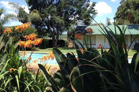 Ovendale Garden Cottage - Chalet