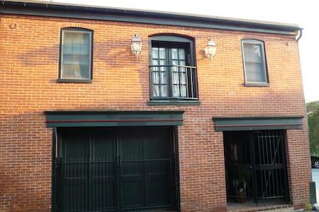 Carriage house 2 BD  apt, parking - Lancaster - Apartment