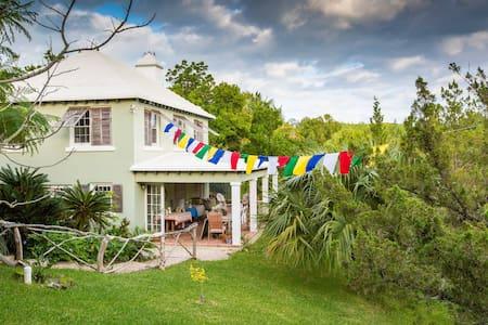 Spirit House Bermuda - Devonshire - House