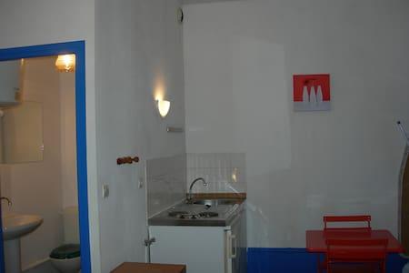 Beau studio centre petite ville - Hus