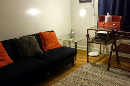 Private Apartment in Larchmere area