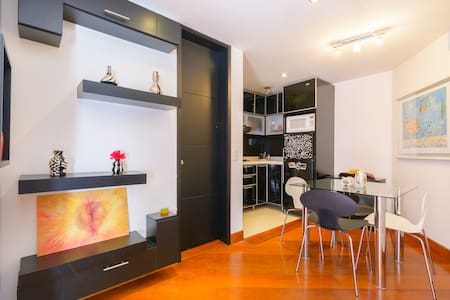 Fully Equipped Modern Apartment. Bogota's most exclusive neighborhood just walking distance away from shopping centers and Zona T and G. Plenty of taxis, close to restaurants, beautiful parks around the apt. Safe and quiet location. 24/7 doorman.