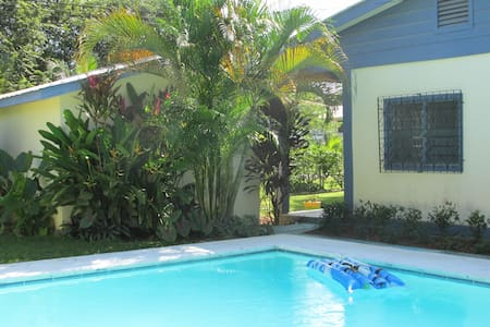Belize Bed and Breakfast with Pool - Szoba reggelivel