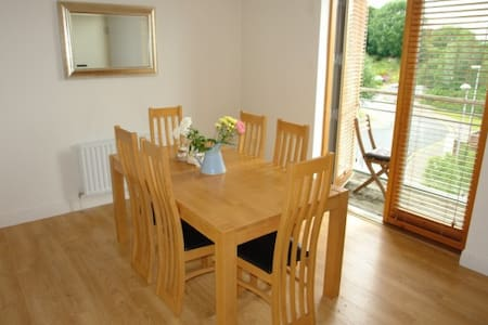 Double bedroom in bright and comfortable apartment - Kilkenny - Apartment