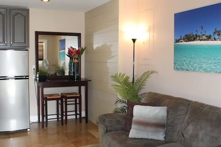 Newly Renovated, steps to Beach,A/C - Wohnung