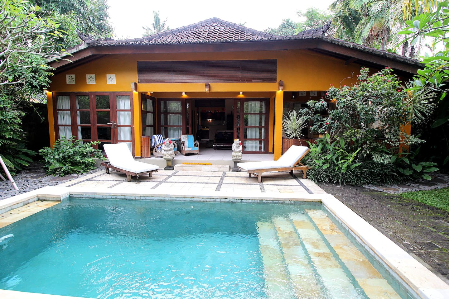 2 bedroom, 2 bathroom villa in Ubud's best neighbourhood!