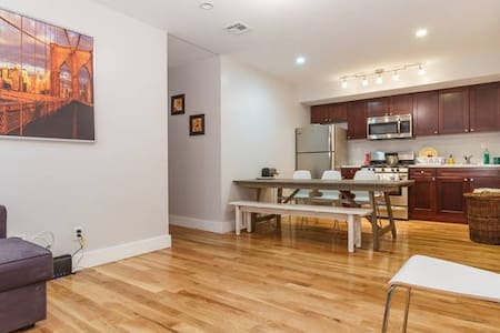 After Booking Follow CHECK IN DIRECTIONS ON YOUR ITINERARY. This is an awesome private room in a full floor apartment on the 1st floor. The apartment is in the center of South Williamsburg and close to some of the best Cafes, bars and restaurants