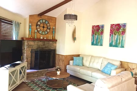 Close to Downtown, 2 king beds, just remodeled - Gatlinburg - Blockhütte