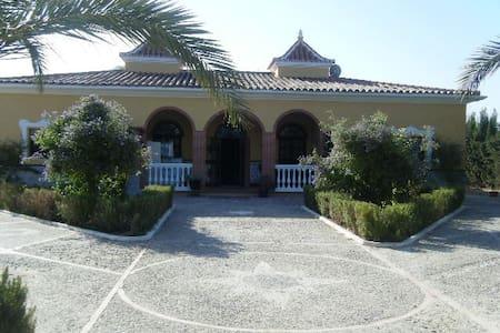 Precioso cortijo al sur de Sevilla - Lebrija - Lomamökki