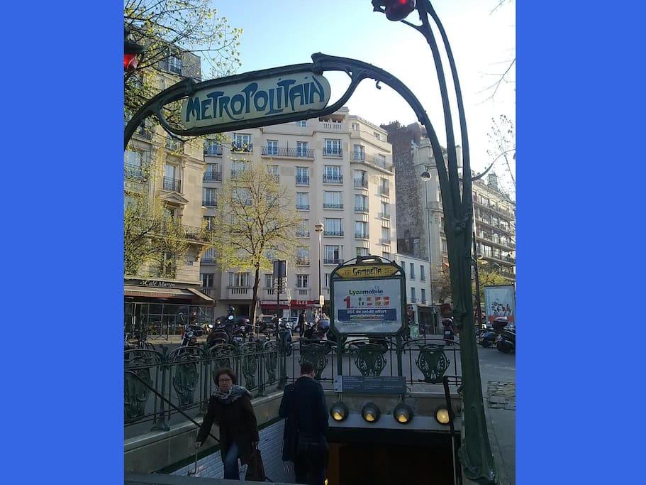 Subway Gambetta (exit place Martin Nadaud) / Art nouveau architecture