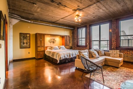 Beautiful Downtown Loft -Walk to GRB! - Houston - Apartment