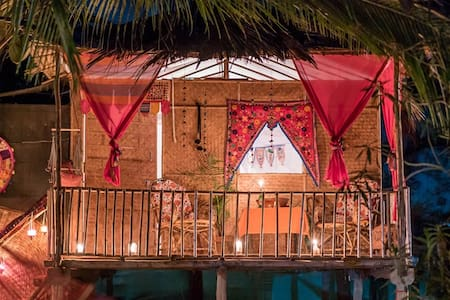 Fusion Agonda is located at the south end of Agonda Beach. We have 11 beautifully decorated huts with bathroom, just a few steps away from the peaceful and relaxing Agonda Beach.  In our garden restaurant you can enjoy a delicious dinner.