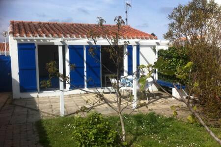 Maisonnette  au fond du jardin - Ev