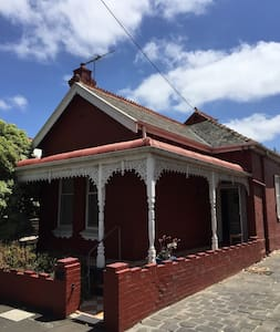 Entire House in North Carlton - House