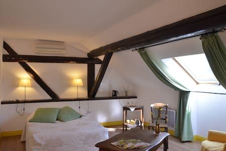CHAMBRE D'HOTES EN LORRAINE - Bed & Breakfast