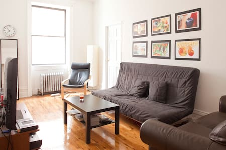 Lovely, quiet bedroom in amazing Chelsea location. Close to West Village, Meatpacking, Hell's Kitchen, East Village, Times Square - all the best neighborhoods! Very close to the C/E, 1, and F/M lines. Live like a local!